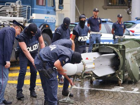 Itália: polícia apreende míssil e armas pesadas na casa de fascista