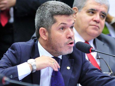 Líder do PSL ameaça deputados do seu partido que votarem a favor dos policiais