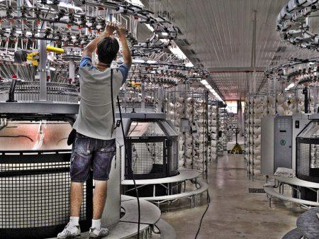 Faturamento da indústria recua 2,2% em maio