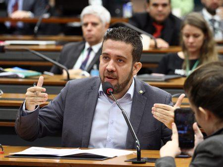 Governo subornou e fraudou para aprovar 1º turno da reforma, denuncia deputado do Avante