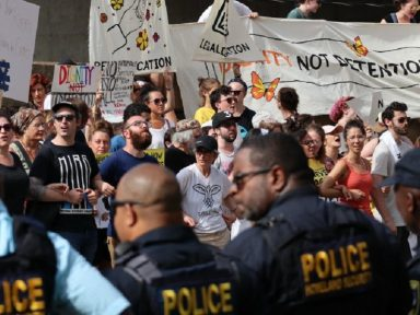 Ativistas judeus protestam contra agressão de Trump a imigrantes