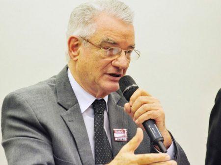 """Siqueira: """"Bolsonaro quer arrancar refinarias da Petrobrás para doá-las a estrangeiros"""""""