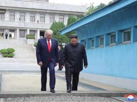 Trump recua da intransigência da Cúpula de  Hanói e cruza fronteira com o líder Kim