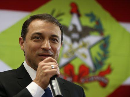 """""""A lei é para todos"""", diz governador de S. Catarina (PSL) sobre o ministro do Turismo"""