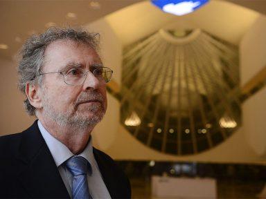 """""""Cortes orçamentários estão causando êxodo de cientistas"""", denuncia ABC"""