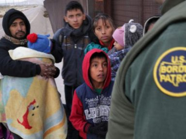 Trump ordena prisão de imigrantes com crianças por tempo indefinido