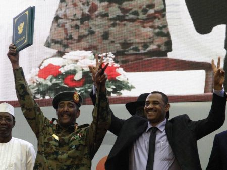Sudão: movimentos populares e militares formam governo de união nacional