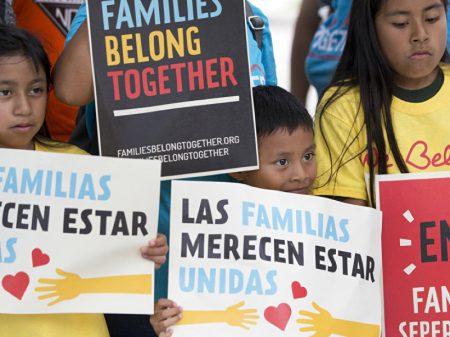 900 crianças imigrantes foram separadas dos pais  em um ano nos EUA