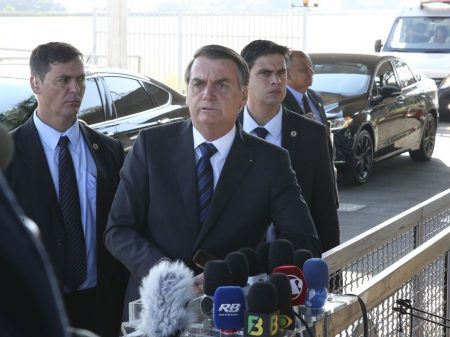 Bolsonaro diz que quem manda na PF é ele e não Sérgio Moro