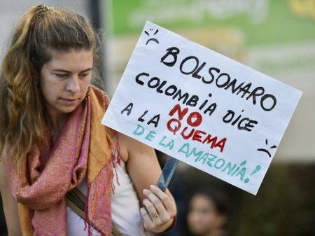 Bolsonaro submete Brasil a vexames: embaixadas brasileiras são alvos de protesto