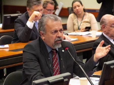 """""""Envolvimento do governo no escândalo de Itaipu tem que ser esclarecido"""", diz deputado"""