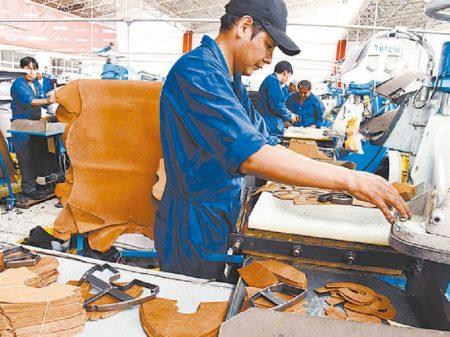 Evo anuncia combate ao contrabando em defesa da indústria nacional