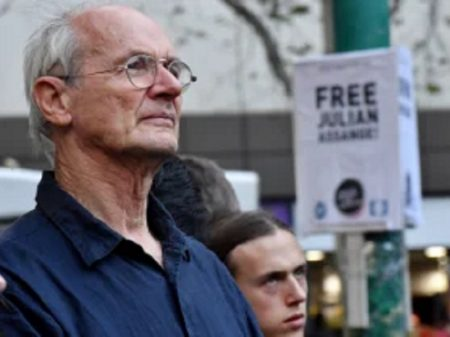 "Pai de Assange adverte que saúde dele ""se deteriora rápido"" na Guantánamo britânica"