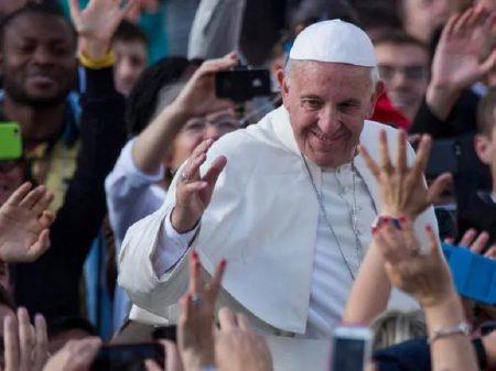"""Papa Francisco alerta para """"discursos que lembram os de Hitler e levam a guerras"""""""