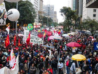 Protestos contra Bolsonaro levam 1,5 milhão de pessoas às ruas