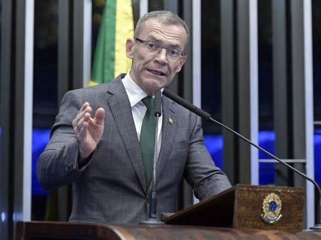 """""""Bolsonaro vai criar uma indústria da morte"""", diz o senador Fabiano Contarato"""