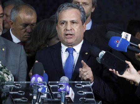 Líder do PSB repudia agressão de Bolsonaro a Felipe Santa Cruz