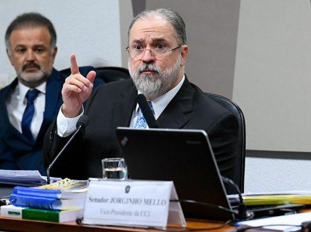 Aras diz que nomeação do filho de Bolsonaro para embaixador nos EUA não é nepotismo