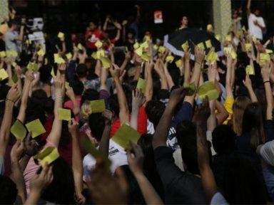 Estudantes da Federal de Santa Catarina aprovam greve contra o corte de verba