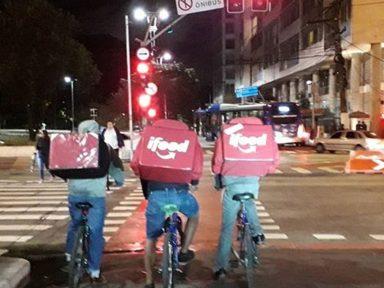 """Trabalho semi-escravo dos """"bike boys"""" já atinge 30 mil em São Paulo"""