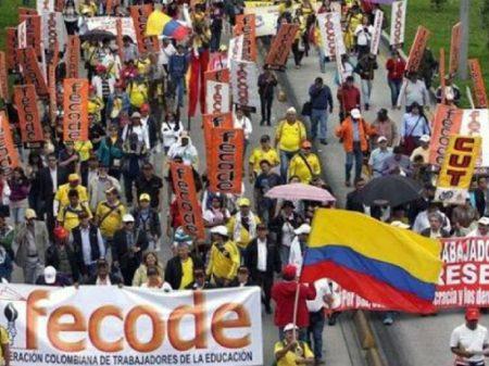 Colômbia: bando 'Águias Negras' ameaça de morte líderes dos professores