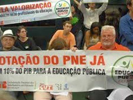 Estudantes e entidades denunciam manobra de relator no texto do PNE