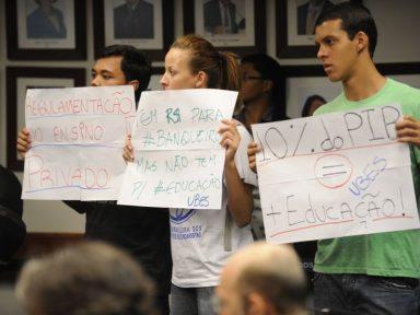 Relator mantém no PNE o desvio de verba pública para iniciativa privada
