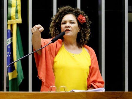 Perpétua Almeida: entrega da Embraer é crime de lesa-pátria