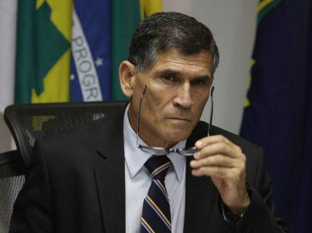 """General Santos Cruz: """"bravatas contra a democracia precisam ser repudiadas pela sociedade"""""""