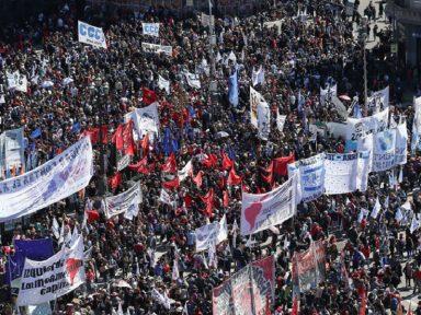 """Senado argentino aprova """"Emergência Alimentar"""" diante de multidão"""