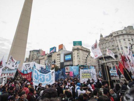 Empresários e trabalhadores denunciam Macri por demagogia após política de terra arrasada