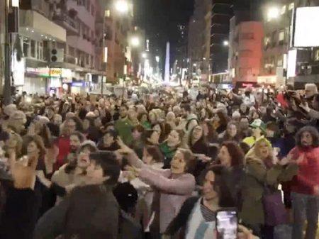 Campanha para afastar Macri vira festa nas ruas de Buenos Aires