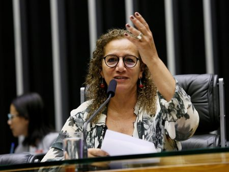 Oposição rebate o governo e cobra CPI dos desvios da Lava Jato