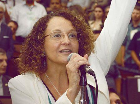 Luciana Genro defende ampla frente contra os retrocessos de Bolsonaro