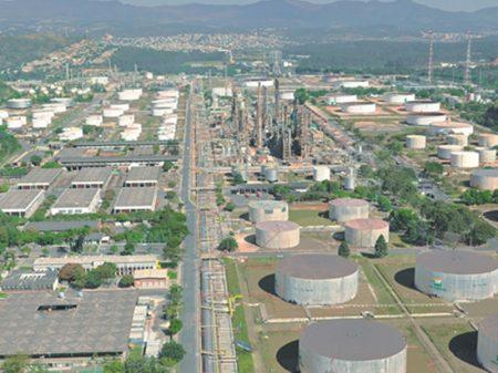 Governo abre processo para entrega de refinarias