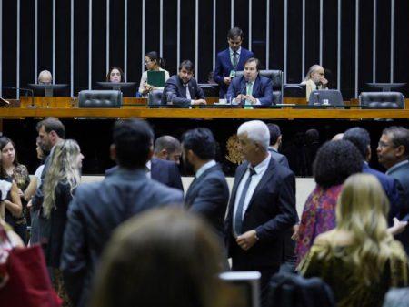 Sessão especial da Câmara condena os crimes ambientais do governo