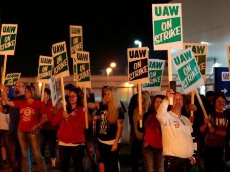 EUA: greve para GM por salários pela primeira vez em 12 anos