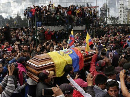 Equatorianos exigem investigação da repressão que matou 8 manifestantes e feriu 1.340