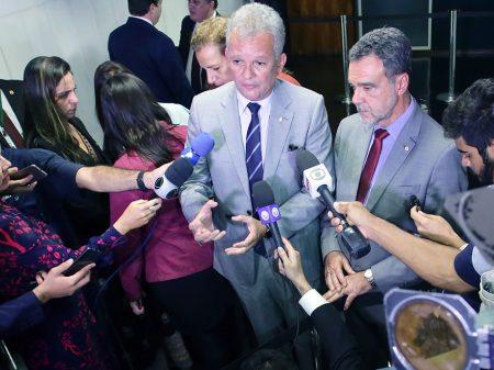 """Vassalagem de Bolsonaro a Trump só traz prejuízos ao Brasil"", diz líder do PDT"