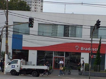 Bradesco distribui R$ 8 bi entre acionistas