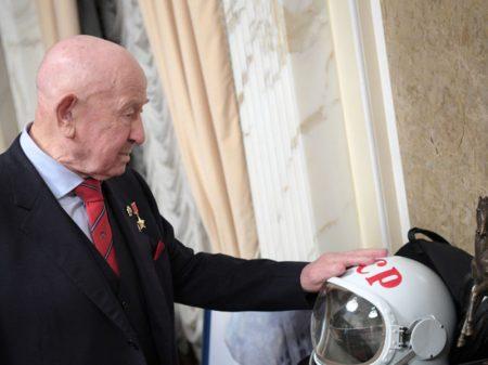 Falece o cosmonauta soviético Leonov, o 1º a caminhar no espaço