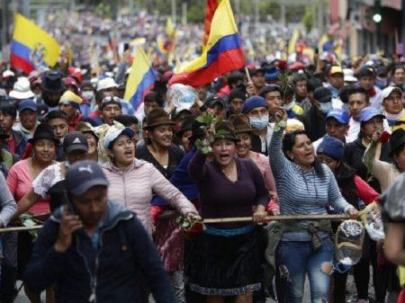 Equatorianos fazem greve geral contra pacotaço e exigem saída do presidente