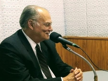 """Bolsonaro, o presidente-miojo"", diz Roberto Freire"