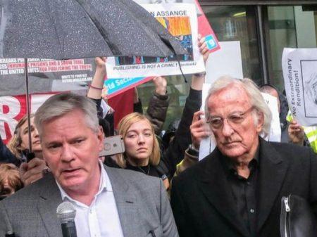 Tribunal inglês rejeita pedido de Assange para adiar audiência de extradição aos EUA