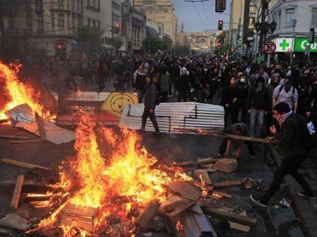Revolta contra arrocho imposto por Piñera se estende pelo Chile