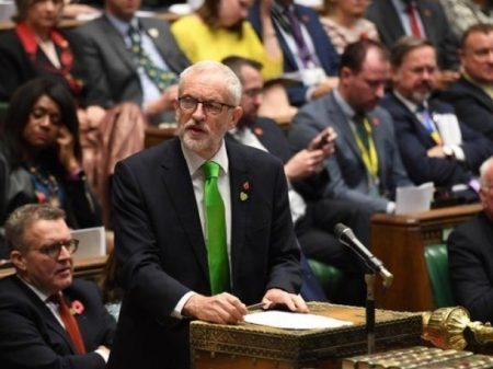 Parlamento britânico aprova antecipação das eleições