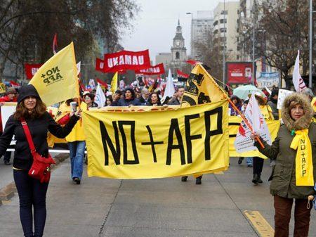 """Chilenos nas ruas """"contra a previdência privada e pelo direito à Seguridade Social"""""""