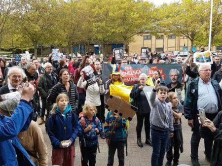 """Manifestantes  exigem """"Liberdade para Assange!"""" diante da 'Guantánamo britânica'"""