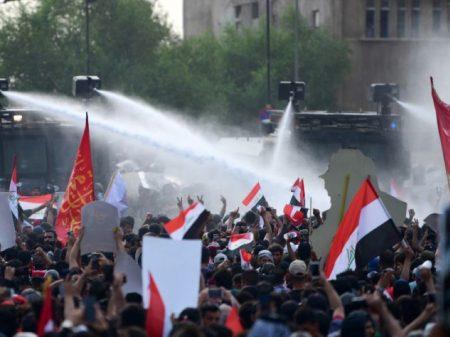 """Depois de 110 civis mortos nos protestos, exército do Iraque admite """"uso excessivo da força"""""""