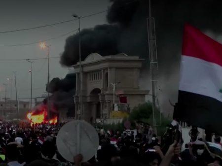 Iraquianos exigem emprego, água, luz e saúde. Governo  mata 40 manifestantes